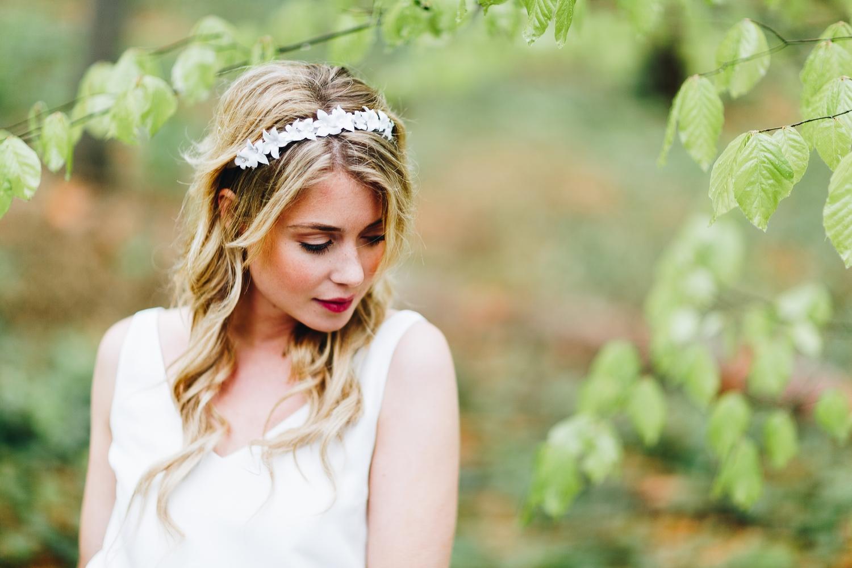 Brautkleid schlicht mit Spitze und Tüllrock