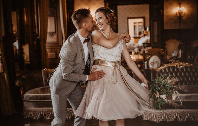 Brautkleid aus kurzem Tüllrock in Blush und Top aus Botanikspitze