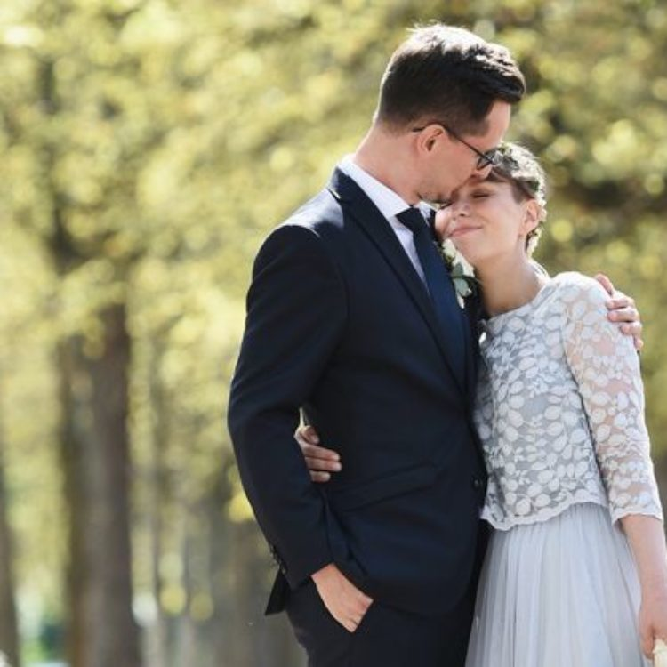 Brautkleid mit Spitze und Tüllrock in Blau