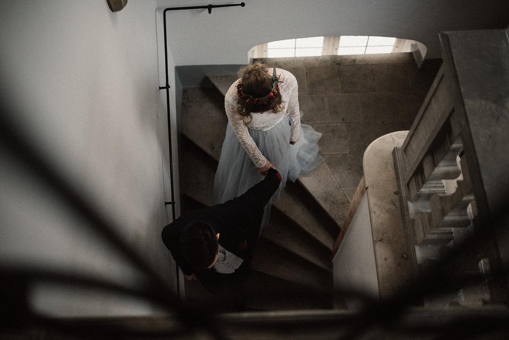 Brautkleid mit Spitzentop und Tüllrock in Blau
