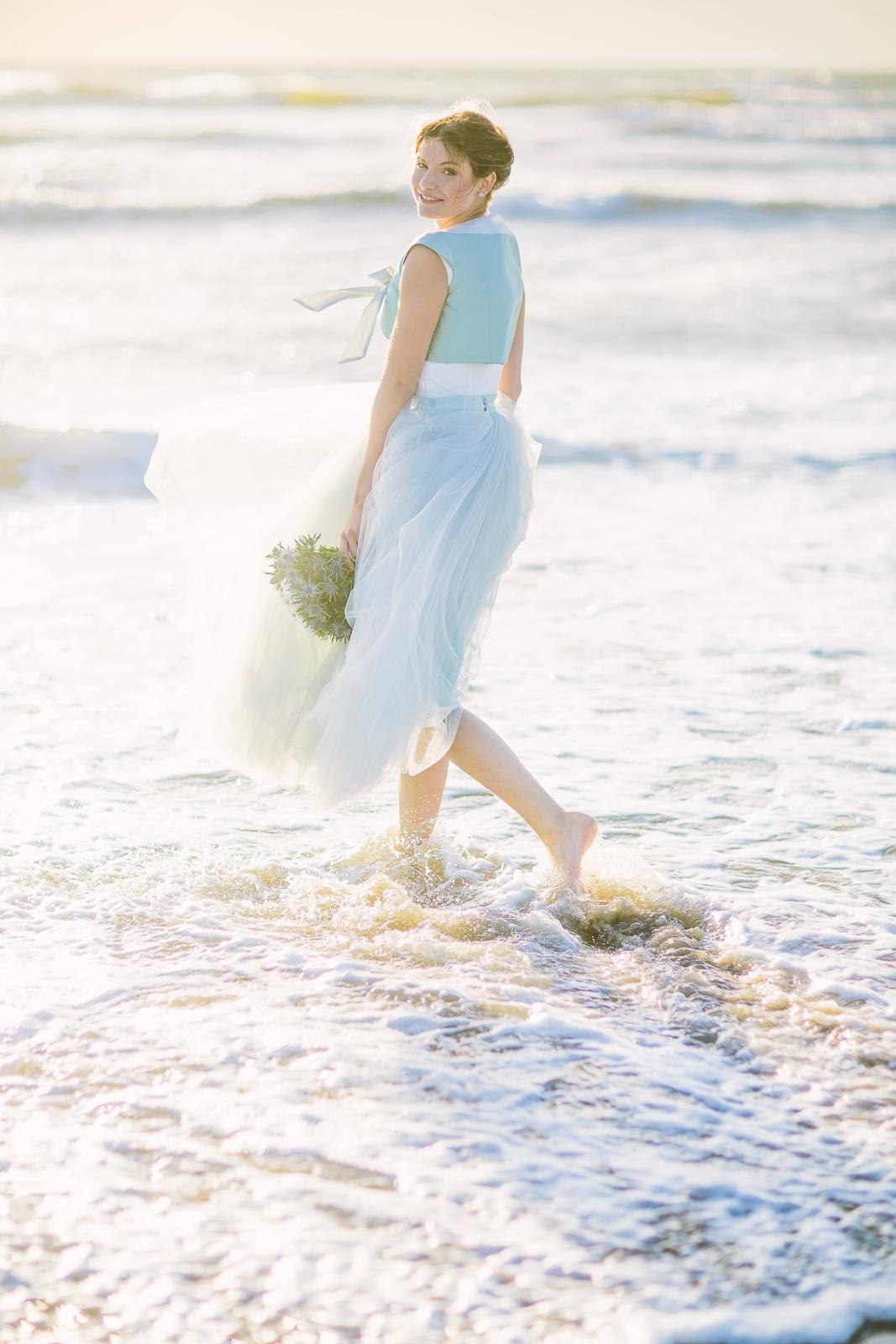 Brautkleider mit Tüll, Hellblau