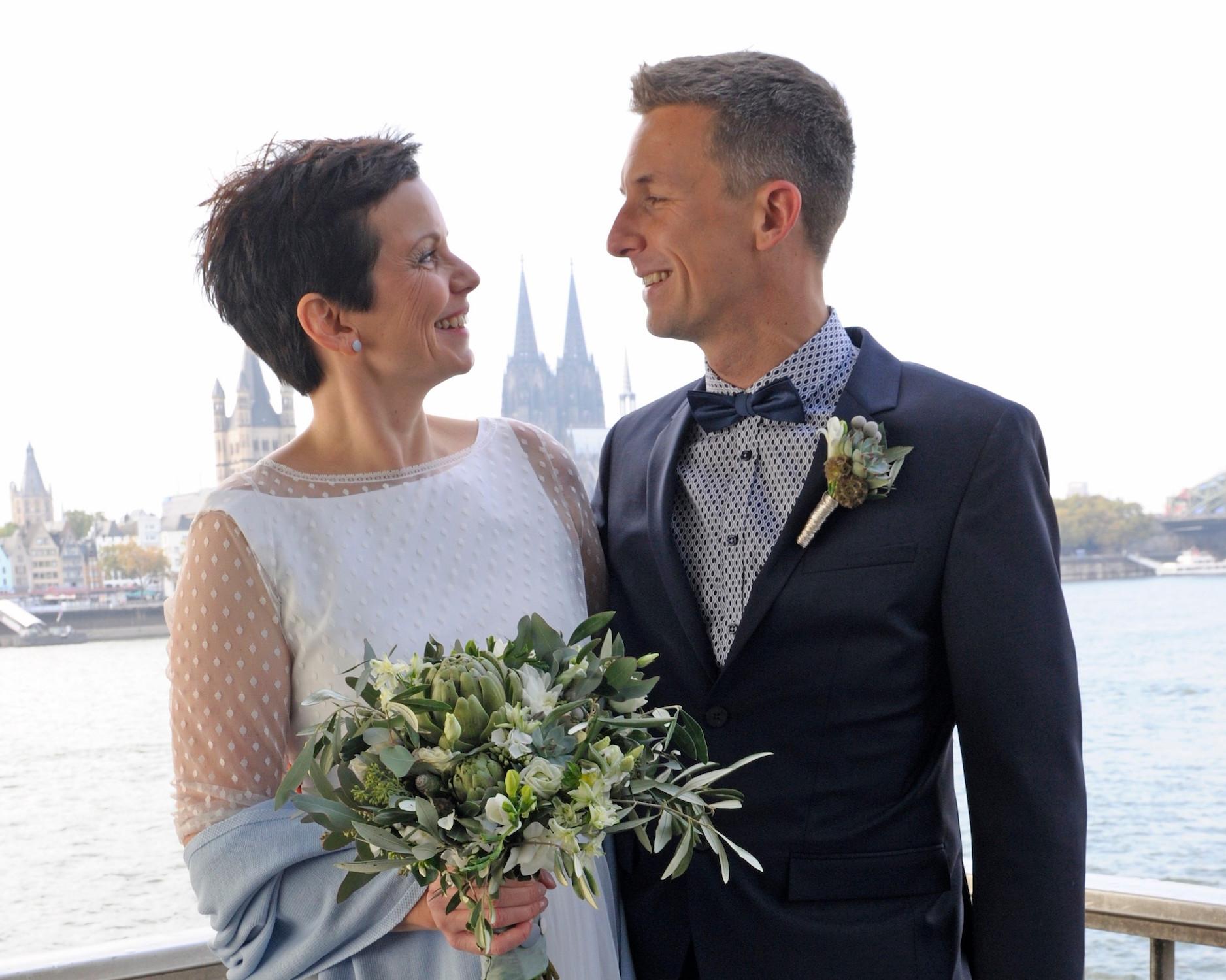 Brautkleid, schlicht mit Ärmeln