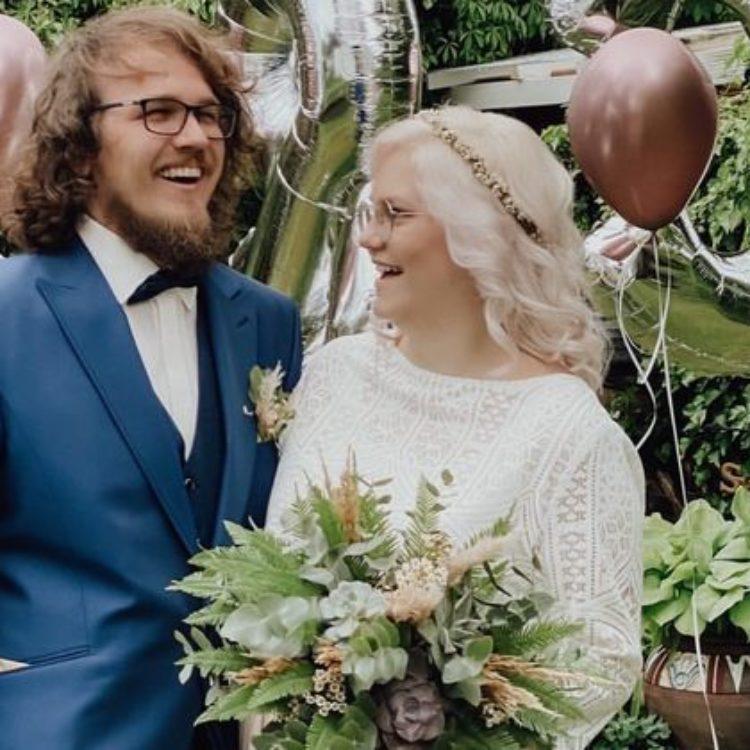 Brautkleid Zweiteiler mit Boho Spitzenjäckchen und kurzem Tüllrock in Bluse