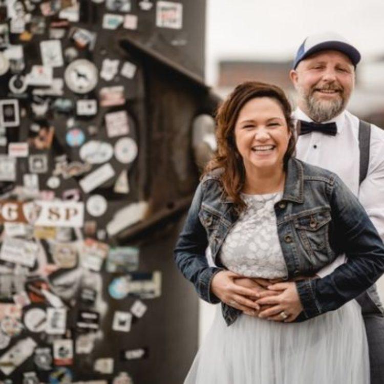 Brautkleid Zweiteilig aus Wadenlangem Tüllrock und Botanik-Spitzentop in Blau