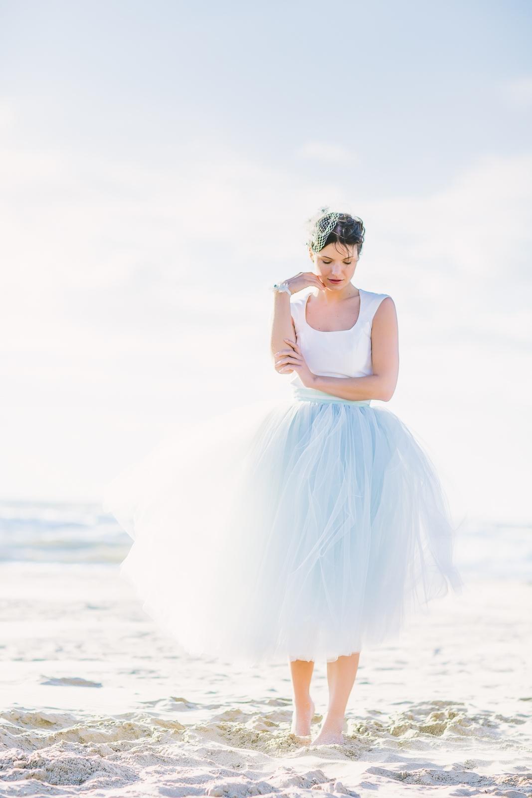 Brautkleider mit Tüll, Graublau