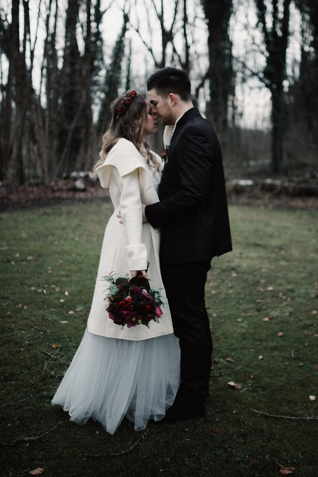 Brautmantel zum Brautkleid (Foto: Josee Lamarre)