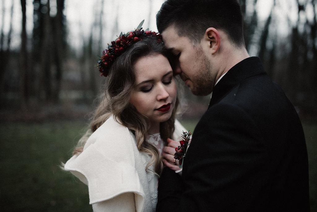 Brutmantel zum Brautkleid (Foto: Josee Lamarre)
