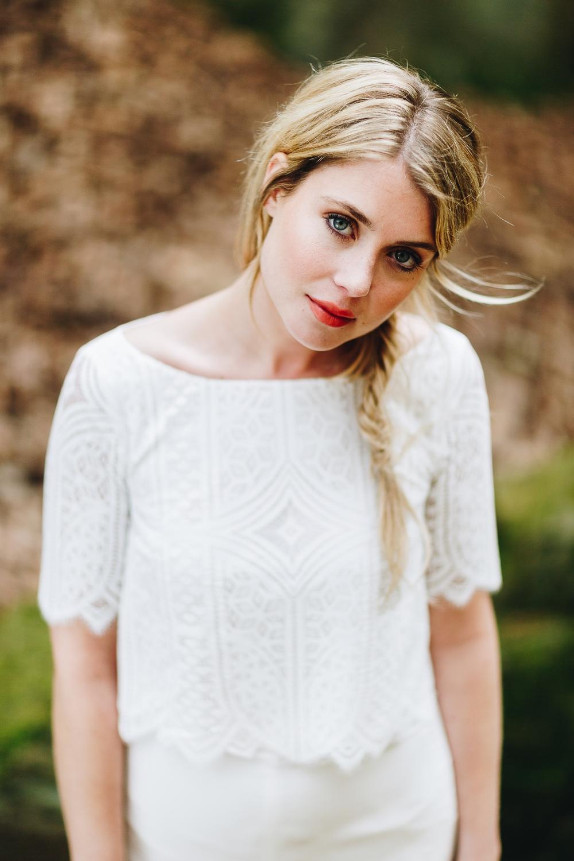 noni Brautkleider 2018 - jetzt entdecken! | Hosenanzug für die Hochzeit mit Culotte in Ivory Spitzentop (Foto: Le Hai Linh)