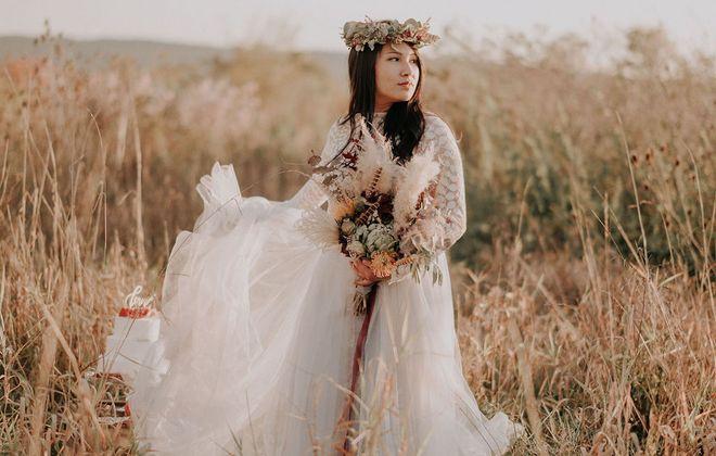 Indian Summer Braut Inspiration mit Boho Hochzeitskleid