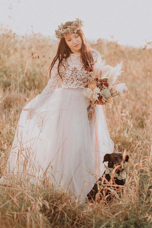 Indian Summer Braut Inspiration mit Boho Hochzeitskleid (Foto: FiligranFarben Fotografie)