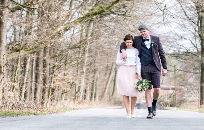 Kurzes Brautkleid für die Hochzeit im Frühling oder Herbst (Foto: Natalie Sonsalla Art)