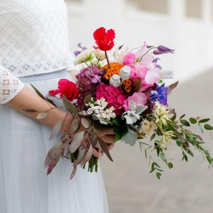 Moderne zweiteilige Brautkleider mit Spitzentop und Tüllrock