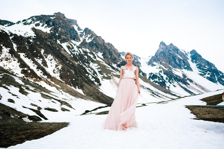 Modernes Hochzeitskleid mit Paillettentop in Roségold und Tüllrock in Nude