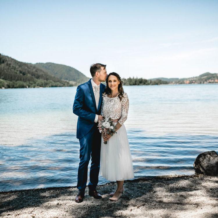 Modernes Brautkleid mit Midi Tüllrock und Brauttop aus Botanikspitze