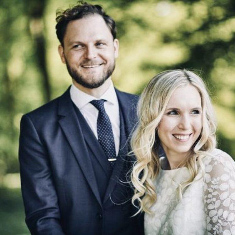 Modernes Brautkleid mit Tüllrock und Spitzentop