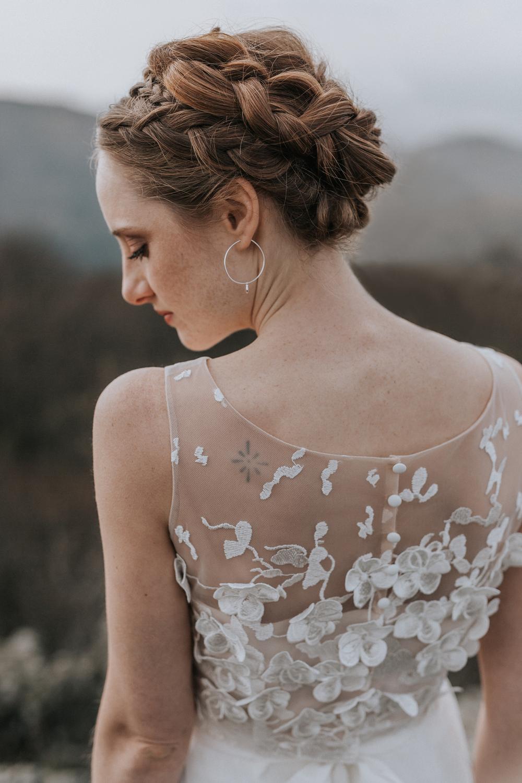 Model Rückenausschnitt mit Blumen