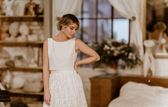 Überrock aus Botanik-Tüll zum langen Brautkleid, Frontansicht, Ganzkörperbild