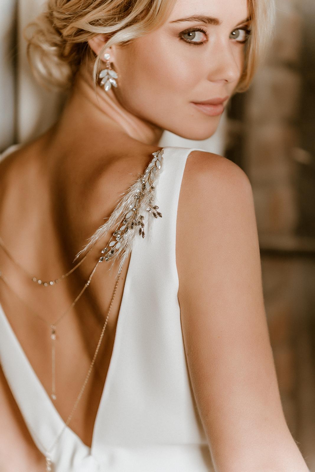 Ärmelloses Brauttop in Ivory mit Rückenausschnitt und Rückenkette, Rückenansicht