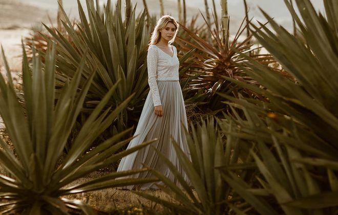 noni zweiteiliges Brautkleid mit Glitzer-Top und grauem Tüllrock