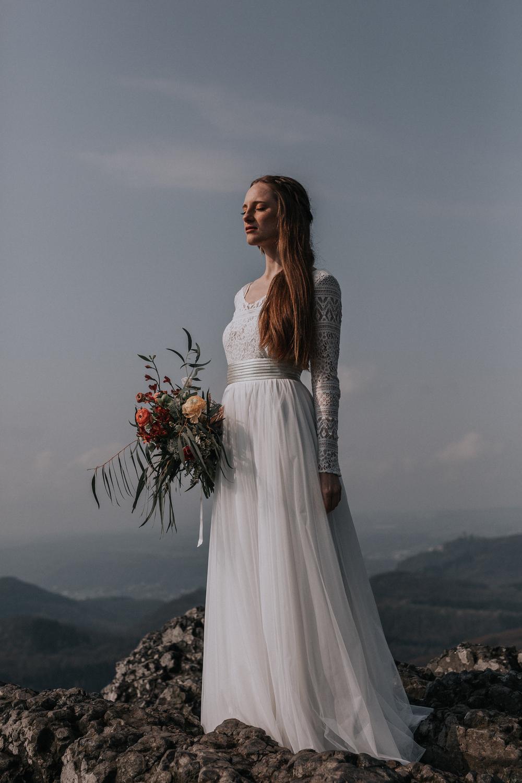 Hochzeits-Zweiteiler für Schwangere mit Umstandsrock mit elastischem Bund und bequemem Top aus Boho-Spitze (Foto: Jennifer Nilsson, Le Hai Linh)