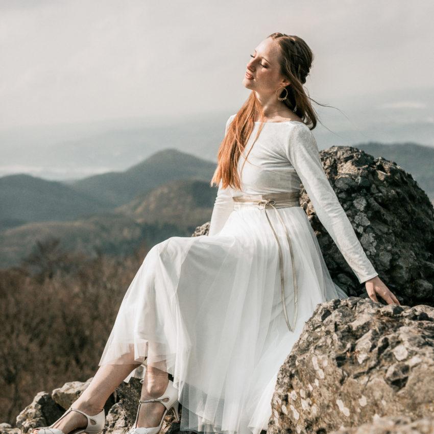 Lill – Brautoutfit mit Samtbody in Ivory und Midi-Tüllrock