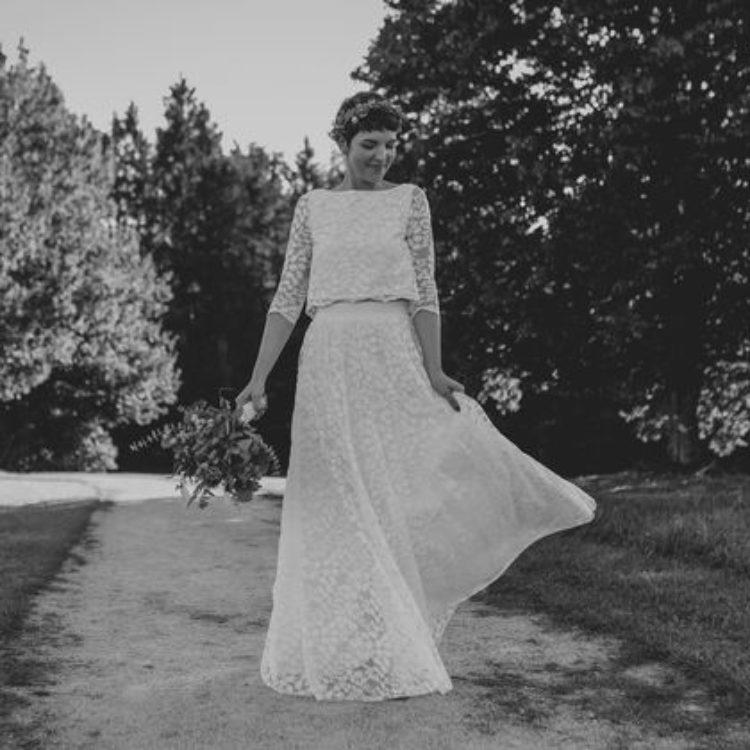 Zweiteiliges florales Spitzen-Brautkleid mit Oberteil und langem Rock in Ivory
