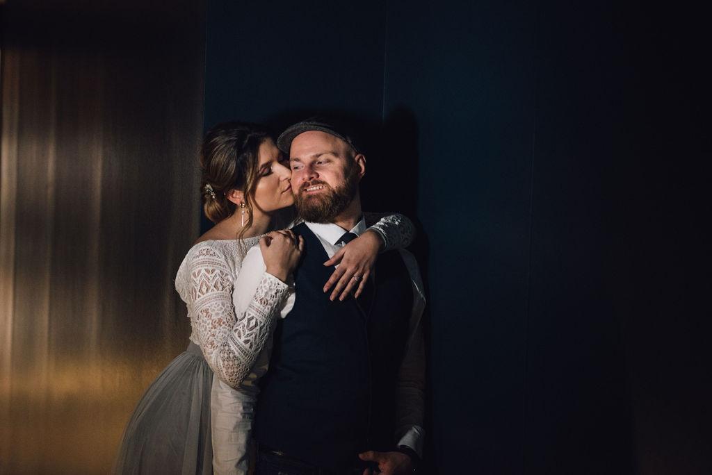noni, Styling Inspiration für moderne Hochzeit im Urban Chic, Brautpaar