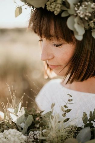 Hochzeitsinspiration Indian Summer Wedding Haarschmuck aus echten Blumen