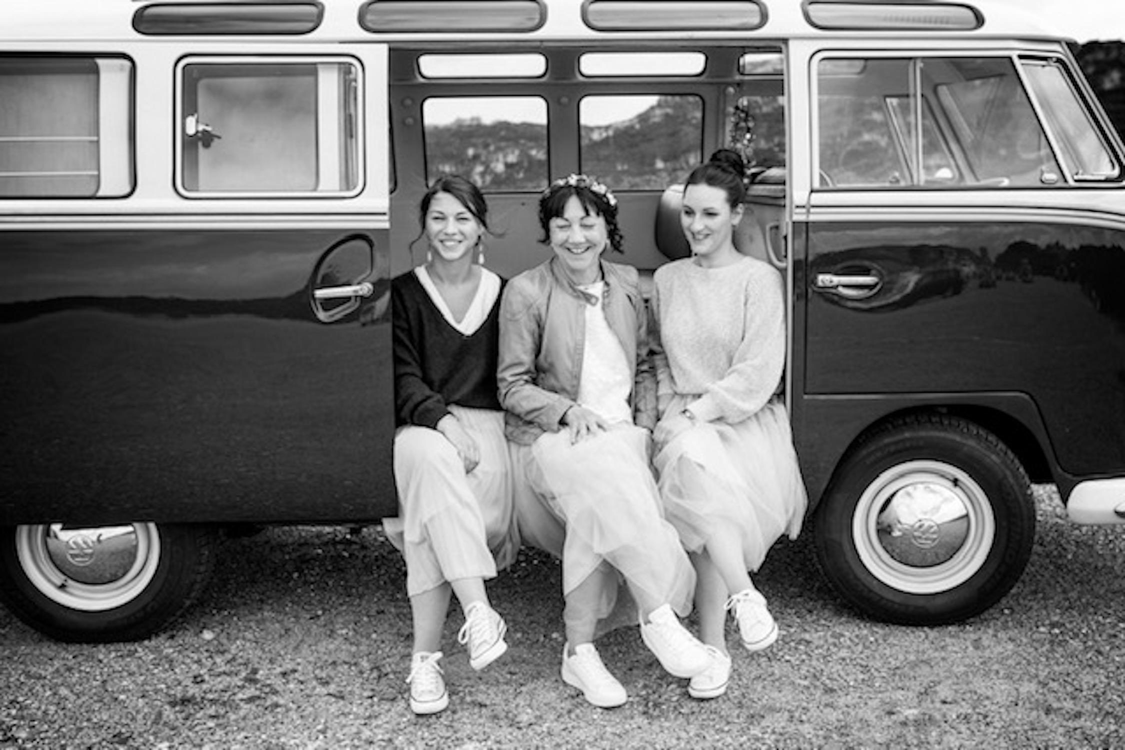Hochzeitskleid für die Braut ab 50 mit Tüllrock und Spitzentop