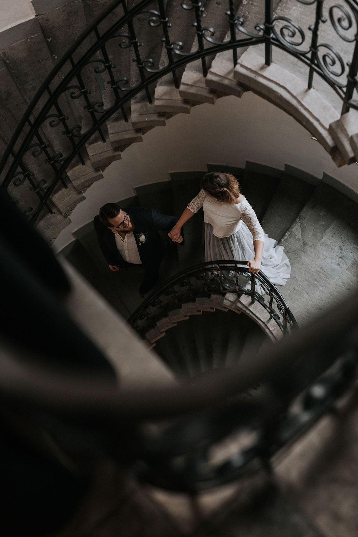 Zweiteiliges Brautkleid mit grauem Tüllrock und Spitzentop