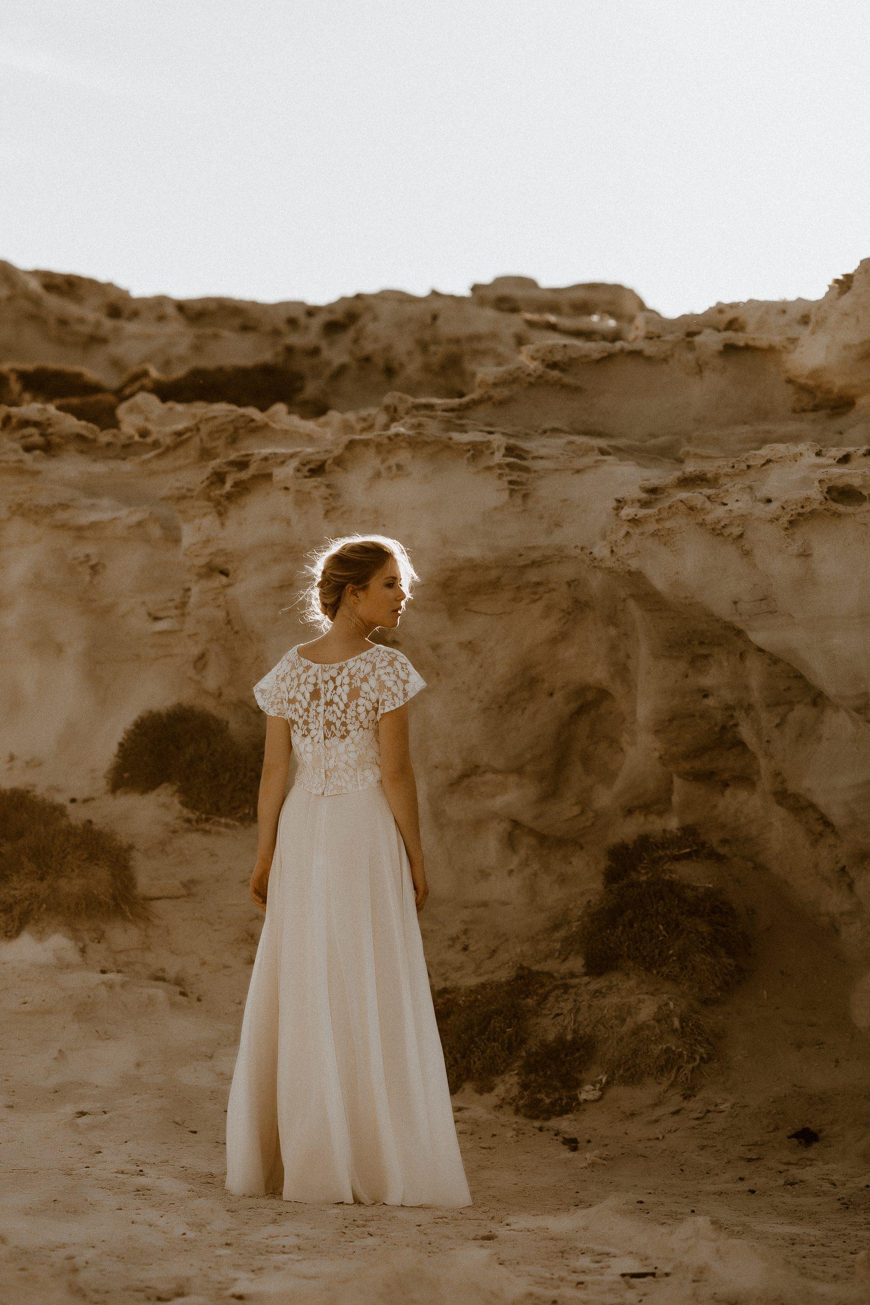 noni Brautkleider, Top mit Flügelärmeln und langem Rock aus Chiffon mit Beinschlitz