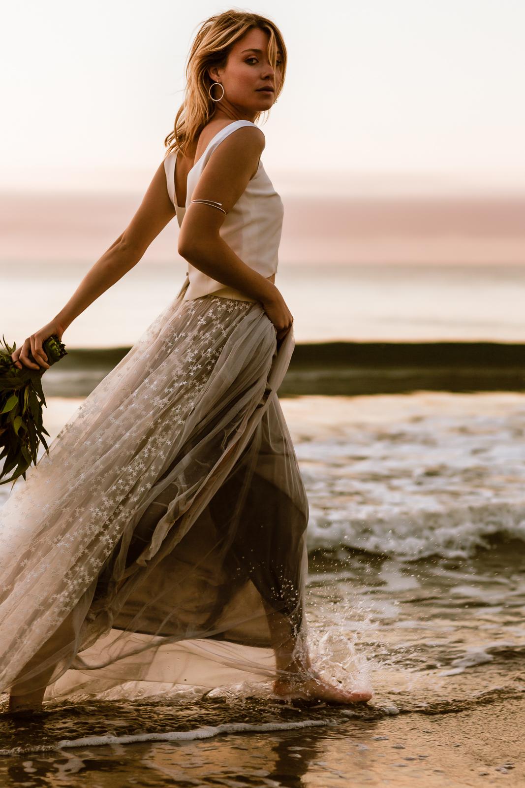 noni Brautkleid mit Seiden-Top, grauem Tüllrock und Überrock mit Sternen