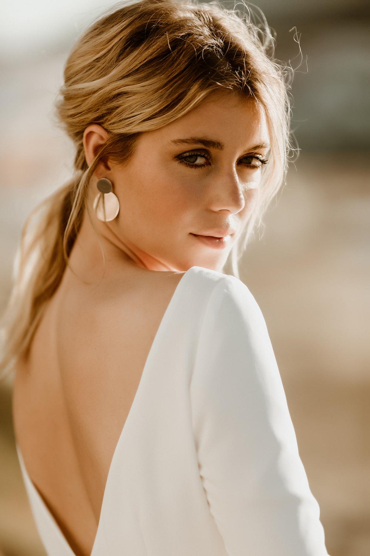 noni Brautkleider 2020 | noni Brautkleider, Hochzeitskleid mit Glitzer-Rock und schlichtem Top  (Foto: Le Hai Linh)
