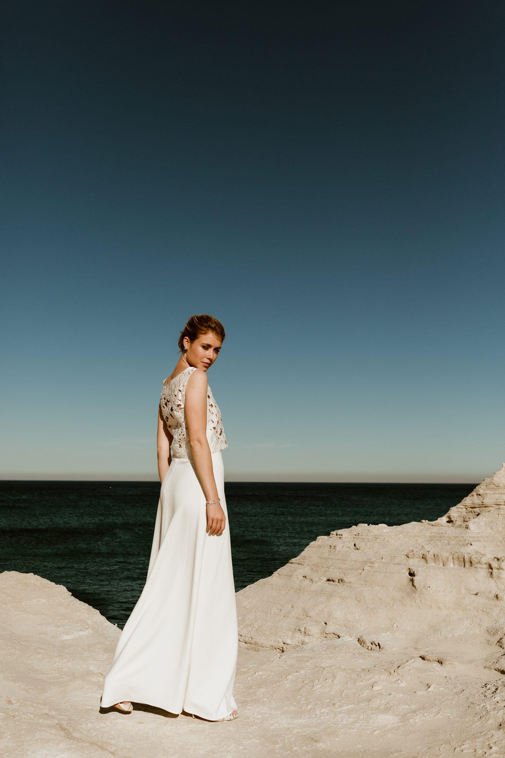 noni Brautkleid aus floraler Loch-Spitze und langem Brautrock