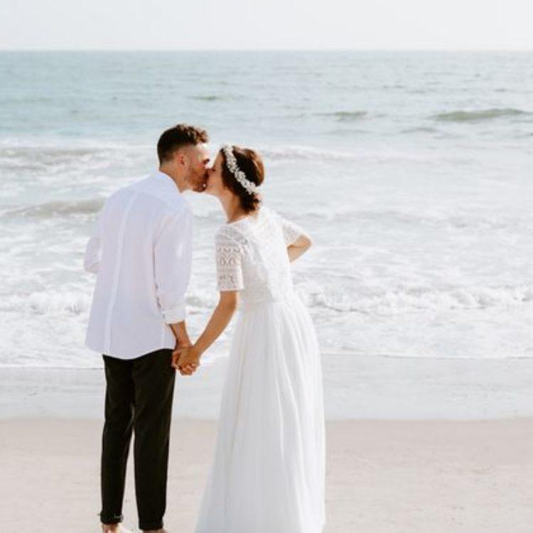 Brautkleid mit kurzem Boho-Top und langem Chiffonrock