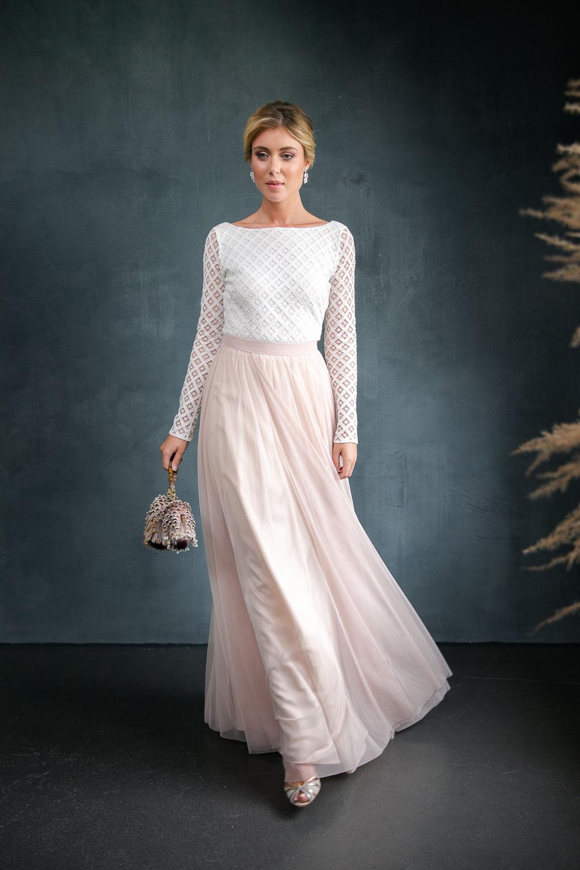 noni langes Hochzeitskleid mit Tüllrock in Blush und Brautbody aus Boho-Spitze