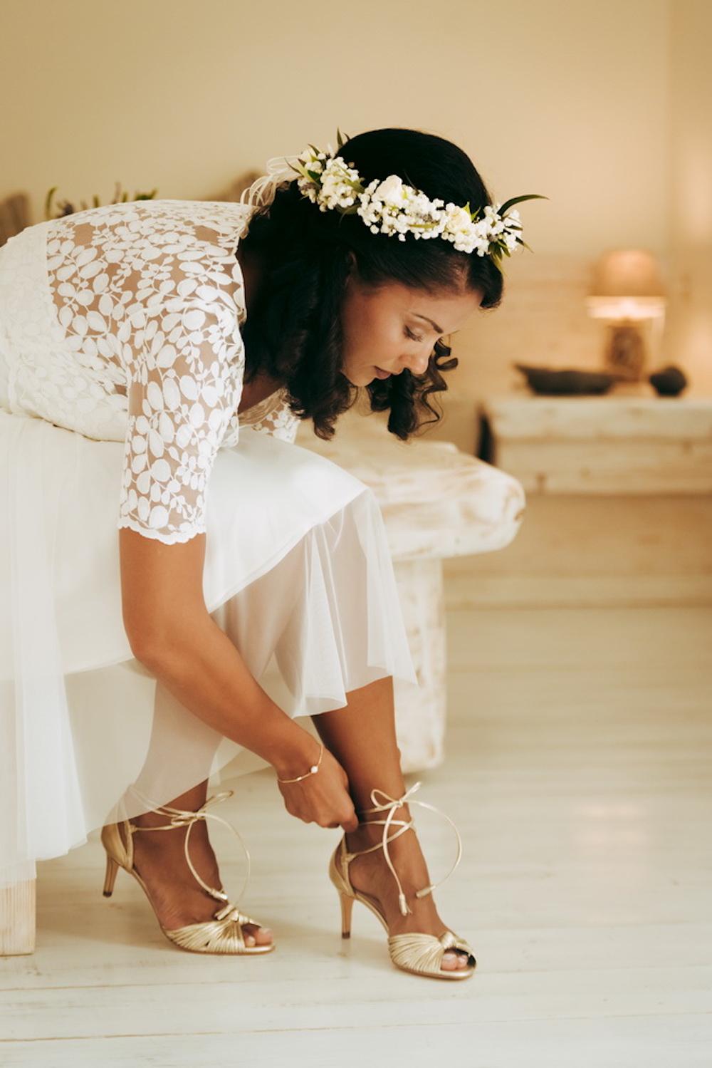 Kurze Brautkleid-Kombi mit Spitzentop und Tüllrock in Ivory (Foto: Rivios Photography)