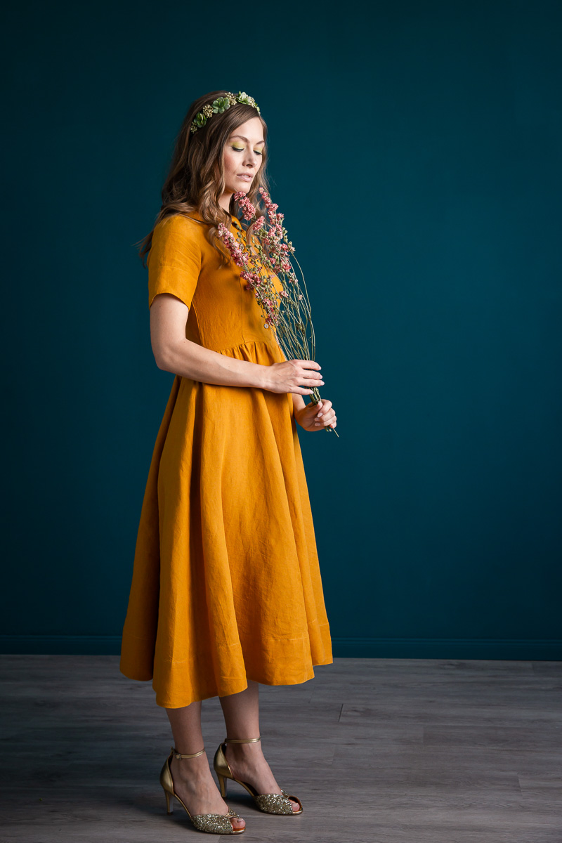 noni kurzärmeliges Leinenkleid in Gelb