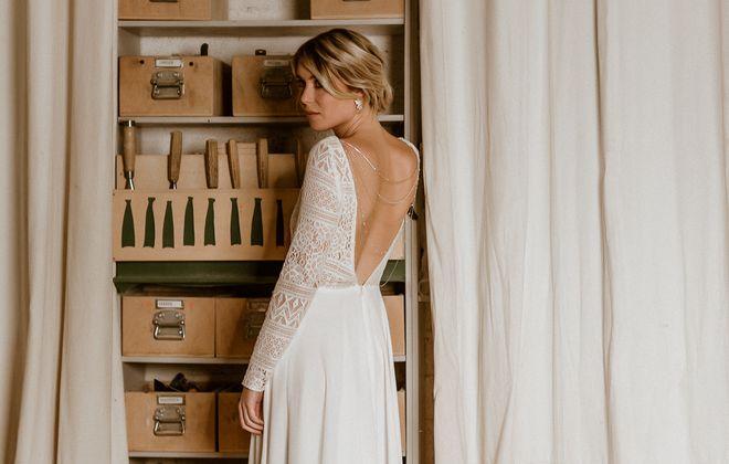 Midi-Brautkleid mit tiefem Rückenausschnitt aus Boho-Spitze und Crêpe in Ivory