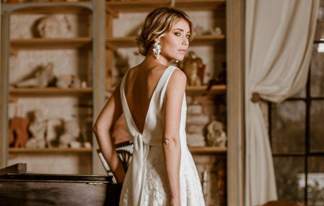 Wadenlanges Brautkleid mit schlichtem, ärmellosem Top und Rock aus Tüllspitze im Botanical Style