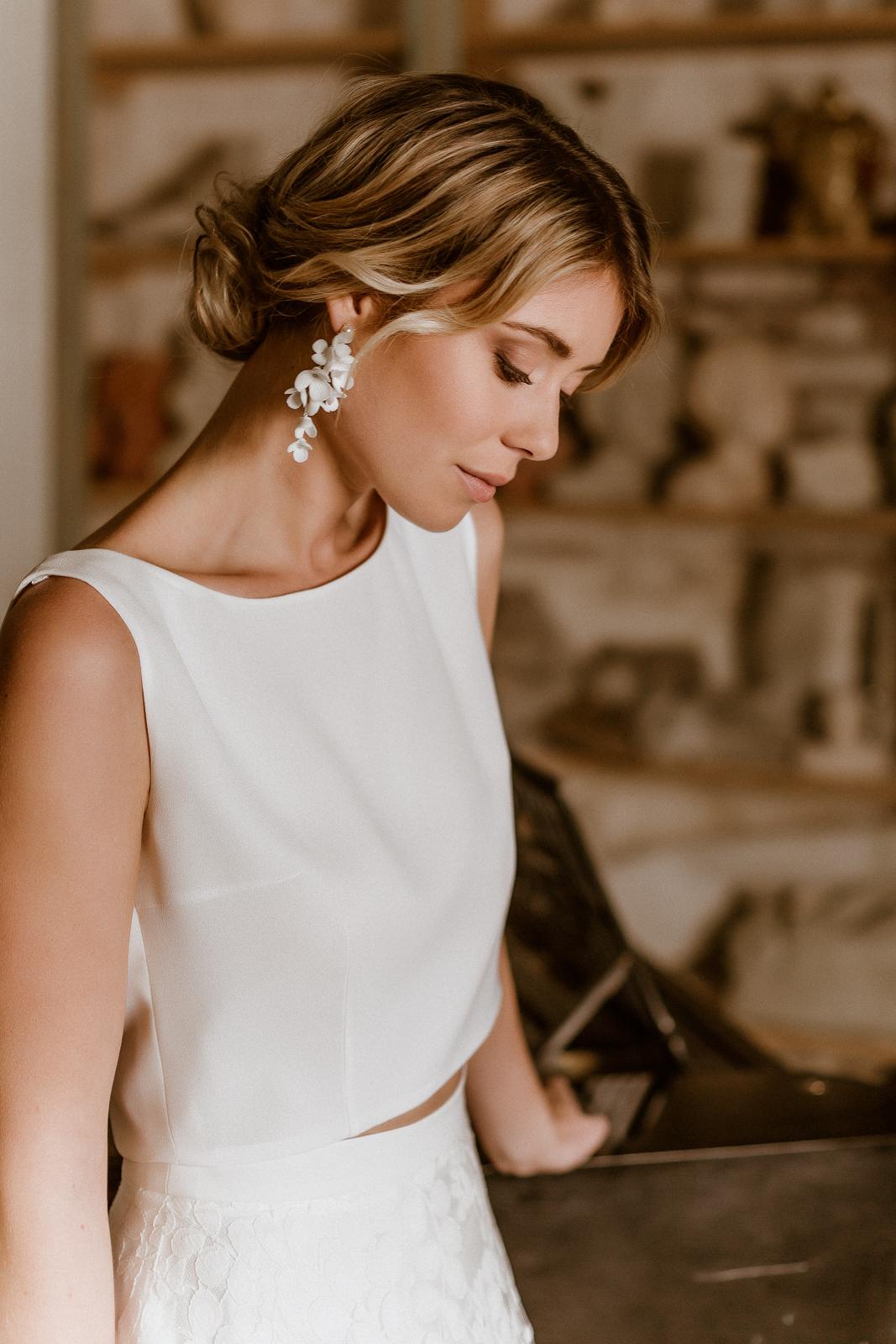 Wadenlanges Brautkleid mit schlichtem, ärmellosem Top