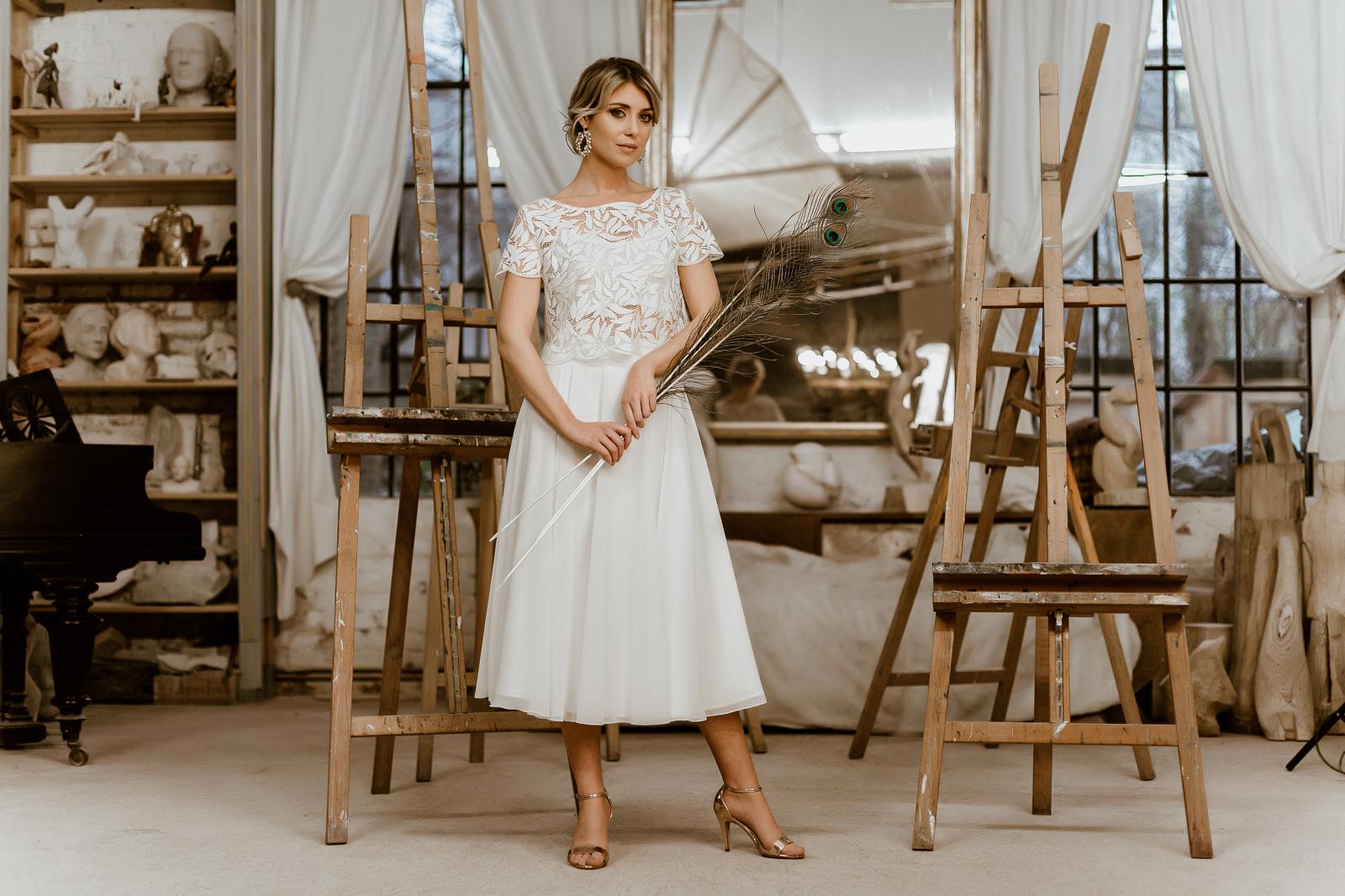 Brautkleid mit Brauttop aus Spitze und Midi-Chiffonrock, Vorderansicht