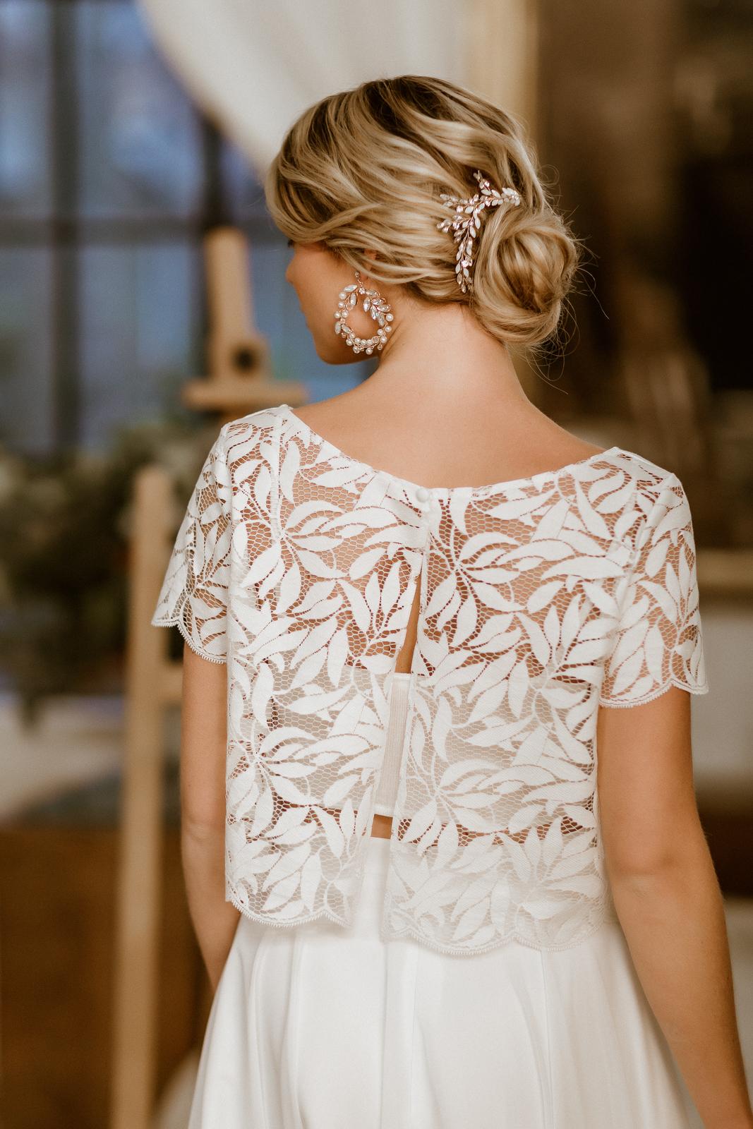 Zweiteiliges Midi-Brautkleid mit Botanik-Top und Chiffonrock, Rückenansicht