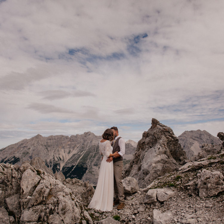 noni Brautkleid, zweiteilig, mit Boho Top und Brautrock in den Bergen