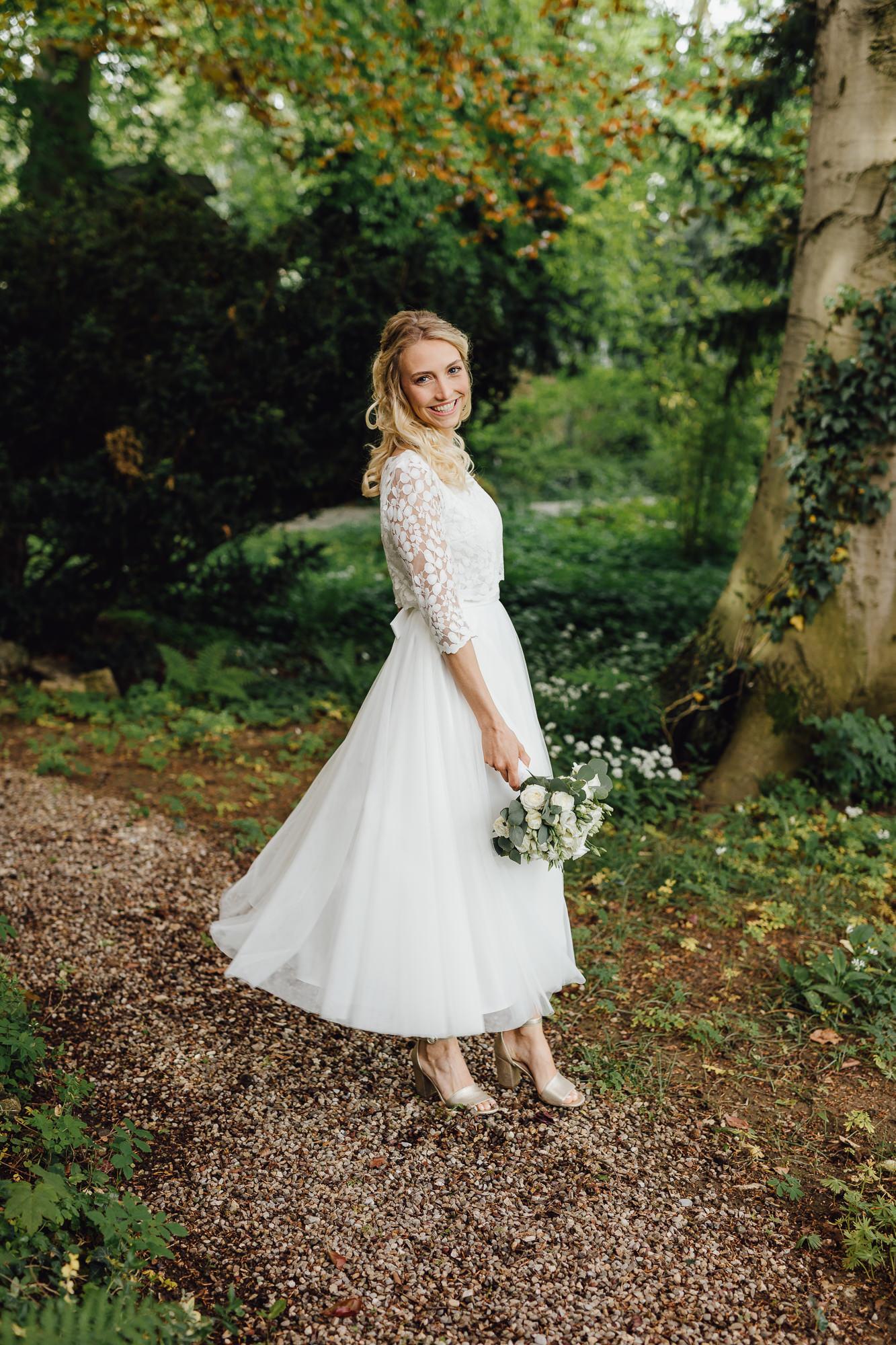 Wadenlanges Standesamt Kleid mit Spitze und Midi-Tüllrock