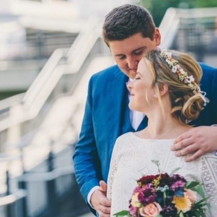 Kurzes zweiteiliges Brautkleid mit Boho-Spitze und Tüllrock