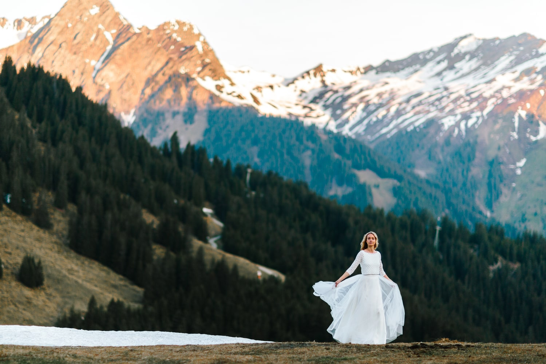 noni Brautkleider 2019 | Schlichtes Brautkleid mit Spitzentop und Tüllrock (Foto: Jennifer Nilsson, Le Hai Linh)