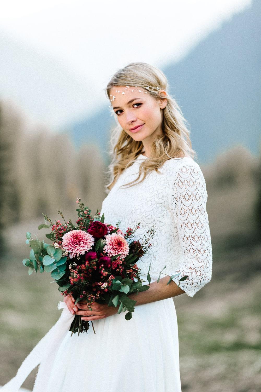Brautkleid Kate - Schlichtes Hochzeitskleid mit Spitze und