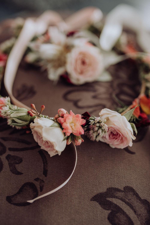 Schlichtes Boho Brautkleid mit Spitzentop und Tüllrock