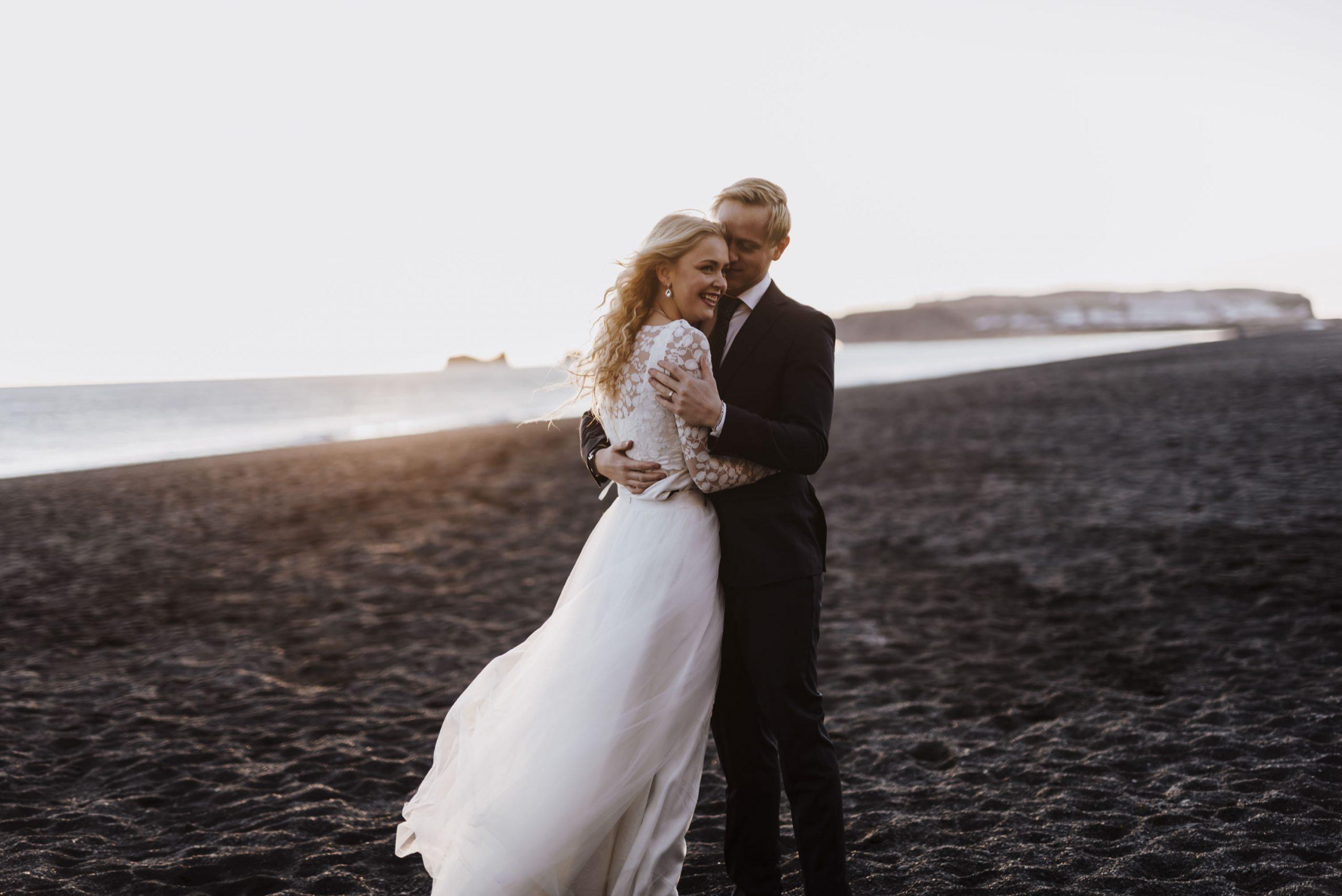 Schlichtes Brautkleid für die Strandhochzeit